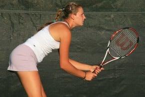 Arriva l'estate: consigli per giocare a tennis con il caldo